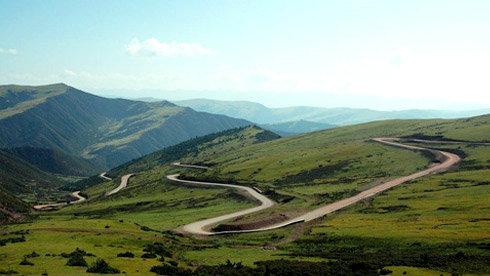 川藏线上旅游热 游客须谨记四条安全建议