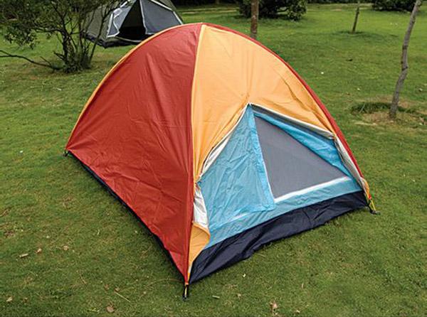下面,小编,从营地的选择,搭帐篷的步骤,注意事项以及意外处理等方面为